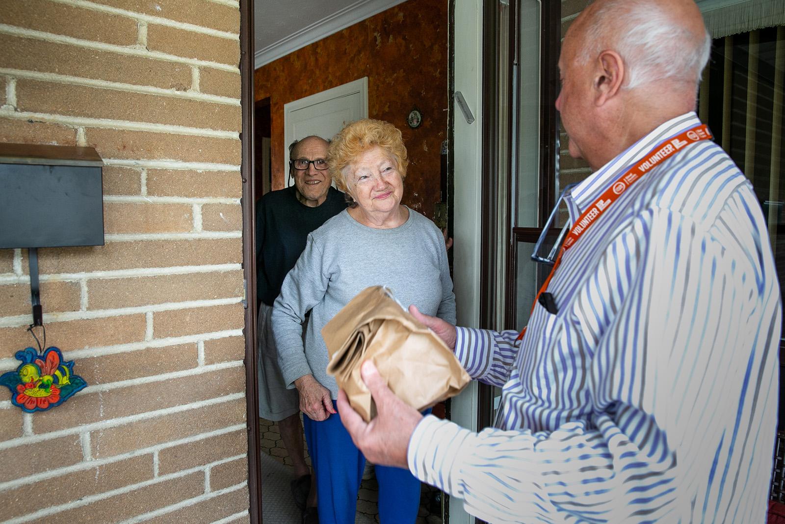 image of volunteer delivering meal